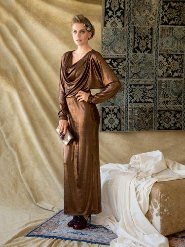E-wykrój: Długa suknia wieczorowa z dekoltem typu fala